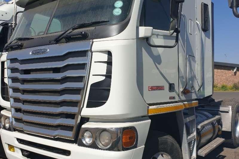 Freightliner Truck-Tractor Double axle ISX500 2013