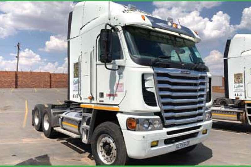 Freightliner Truck-Tractor Double axle ISX500 ARGOSY CUMMINS NG 2014