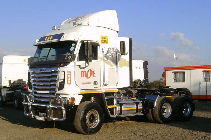 Freightliner Truck-Tractor FREIGHTLINER ISX500 2013