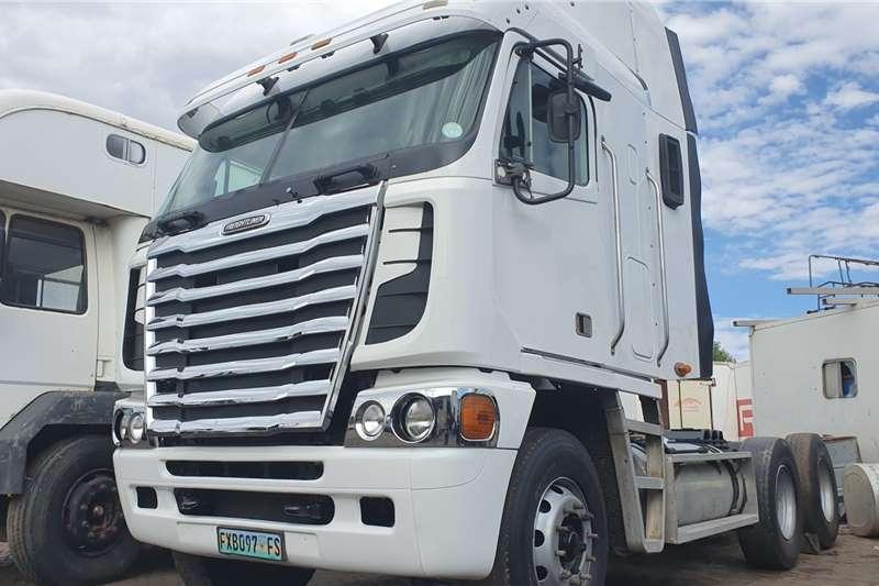 Freightliner Truck tractors Double axle Detroit 440 2014