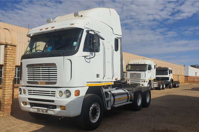 Freightliner Truck tractors Double axle FREGHTLINER DETRIOT 440 2008