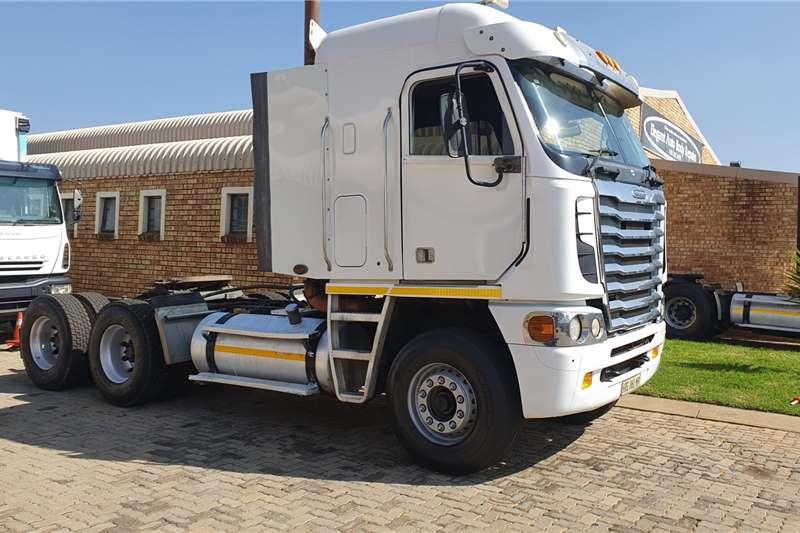 Freightliner Truck tractors Double axle FREIGHTLINER ISX500 2013