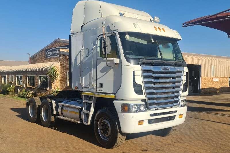 Freightliner Double axle ISX 500 Truck tractors