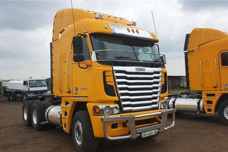 Freightliner Truck tractors Double axle ISX500 2015