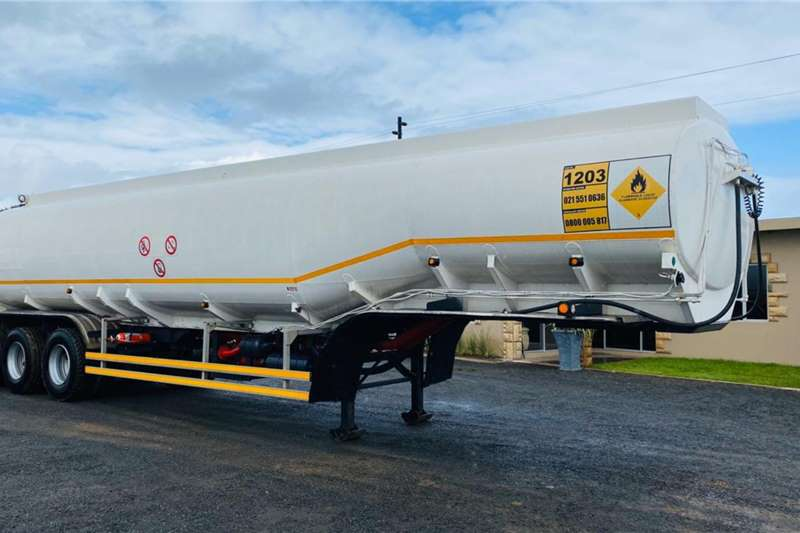 Fuel tanker Tank Clinic Tri Axle Fuel Tanker with Pump and Met 1997