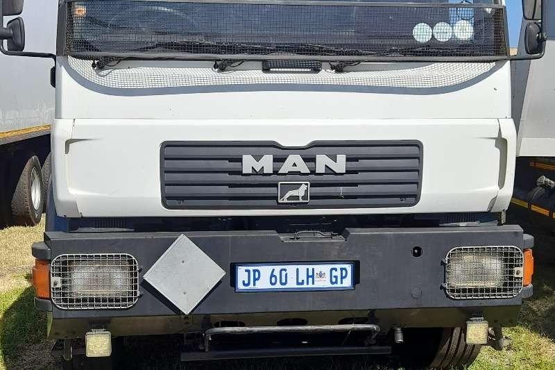 Fuso MAN CLA 26 280 GAS BOX TRUCK FOR SALE Gas cylinder trucks