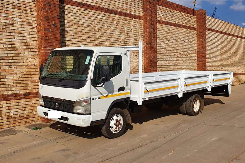 Fuso Truck Curtain side 7 136,4 TON, DROPSIDE BODY,ONE COMPANY OWNED 2015