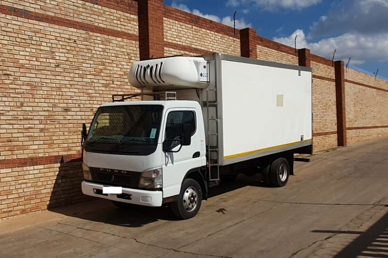 Fuso Truck Fridge truck 7 136,4 TON,WITH REFRIGERATED BODY AND MT300 UNIT 2010