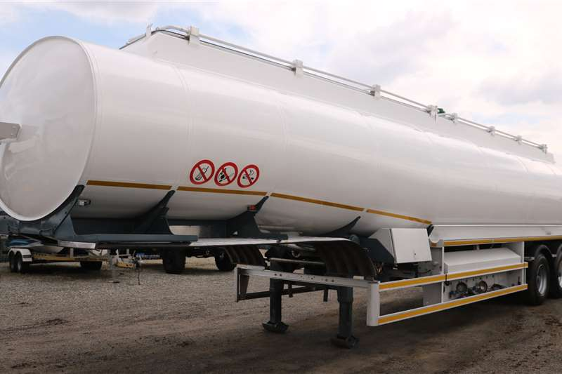 GRW Trailers Fuel tanker Tri   Axle 2012