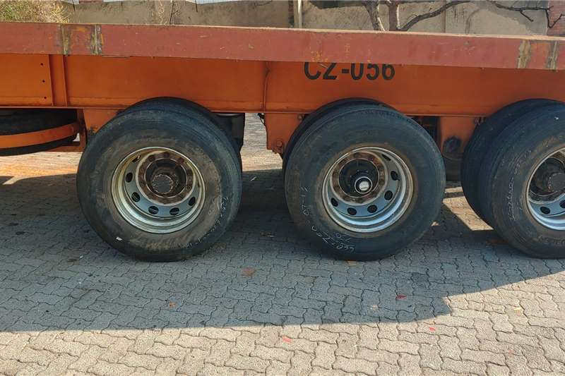 Hendred Flat deck 12m Tri Axel with Container Locks Trailers