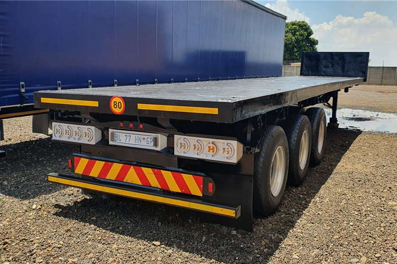 Hendred Trailers Flat deck 13m tri axle + container locks + pole pockets 2011
