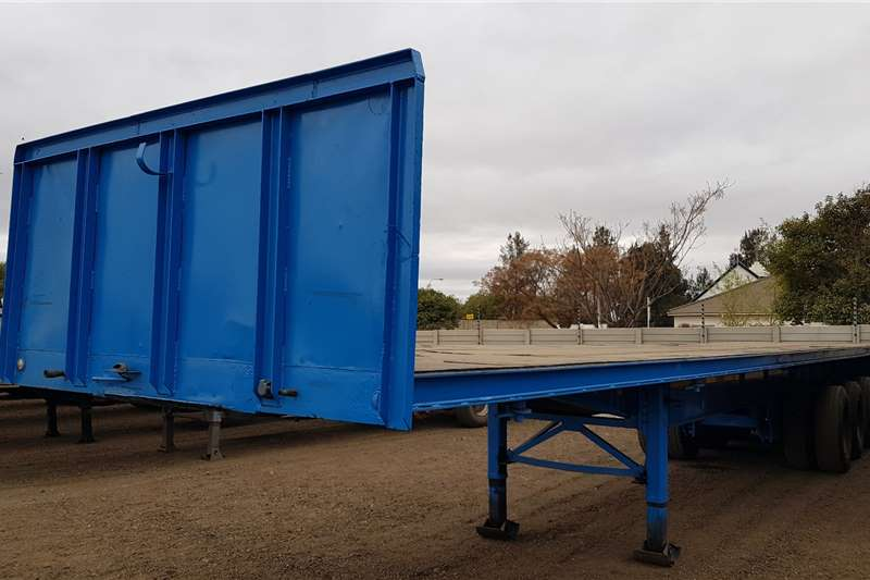 Hendred Flat deck 13m Triaxle Container Locks Trailers