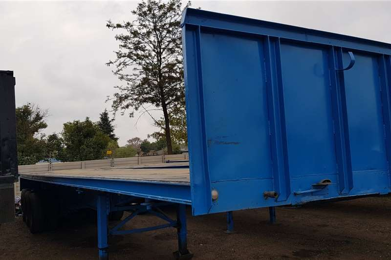 Hendred Flat deck Triaxle, Container Locks Trailers