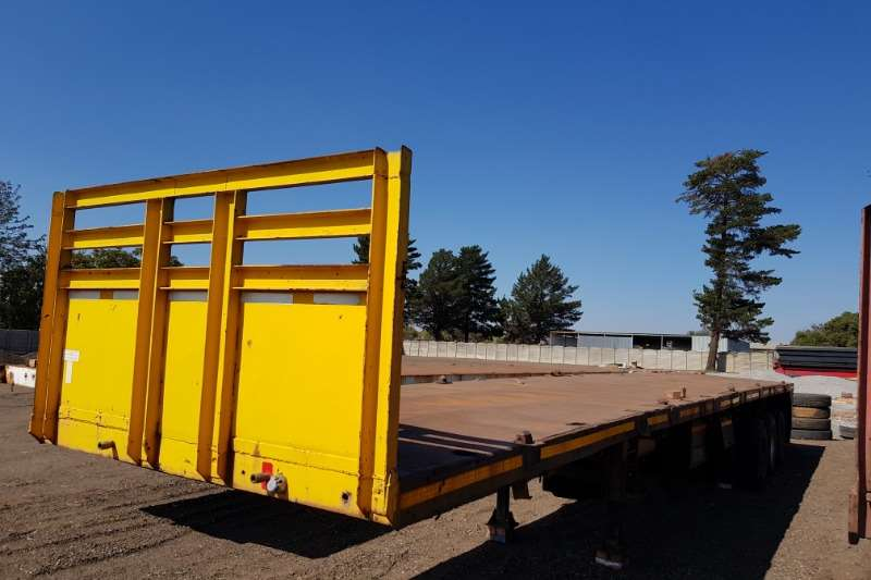 Hendred Trailers Henred Triaxle 15.2 m , long range tank