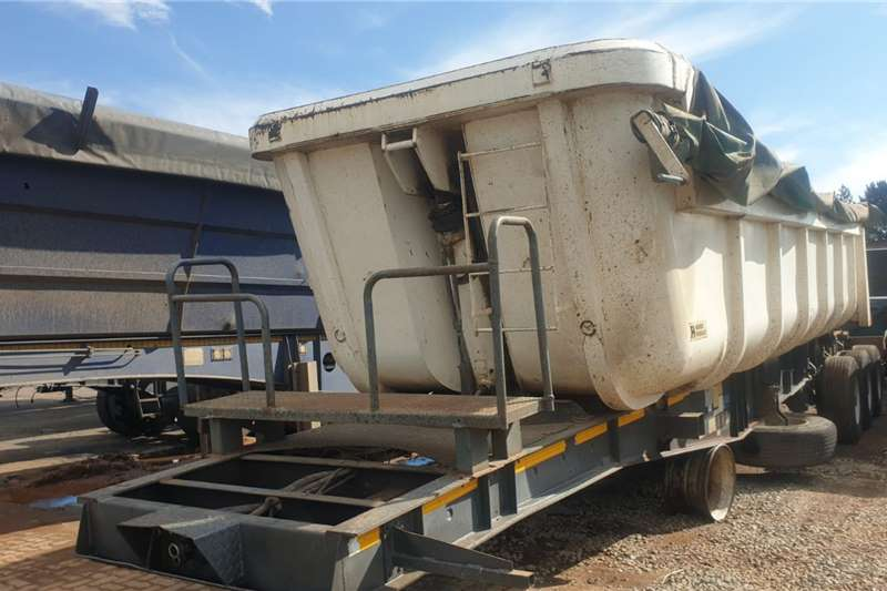 Henred 2006 HENRED TRI AXLE SIDE TIPPERS. Trailers