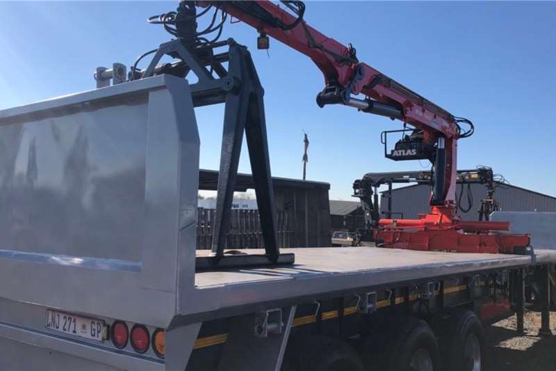 Henred Trailers Brick trailer 14.8m Tri Axle with Atlas Crane 2005