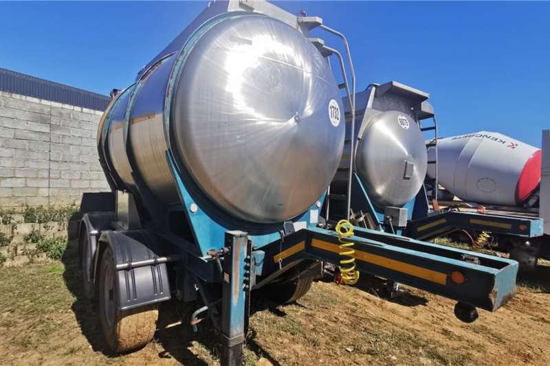 Henred DOUBLE AXLE PUP TANKER (LOC: DBN) Trailers