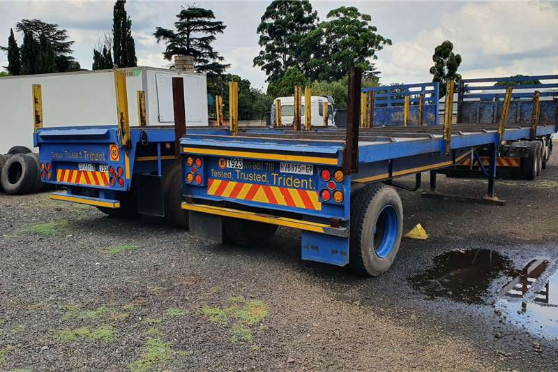Henred Trailers Flat Deck 9m single axle 1989