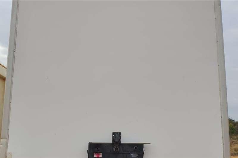 Henred FRUEHAUF SEMI DRY 10.5m Trailers