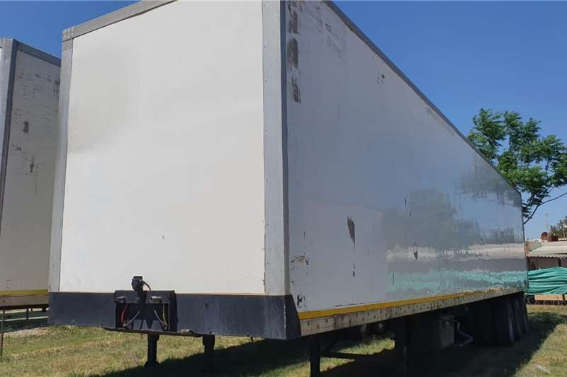 Henred FRUEHAUF TRI AXLE BOX BODY Trailers