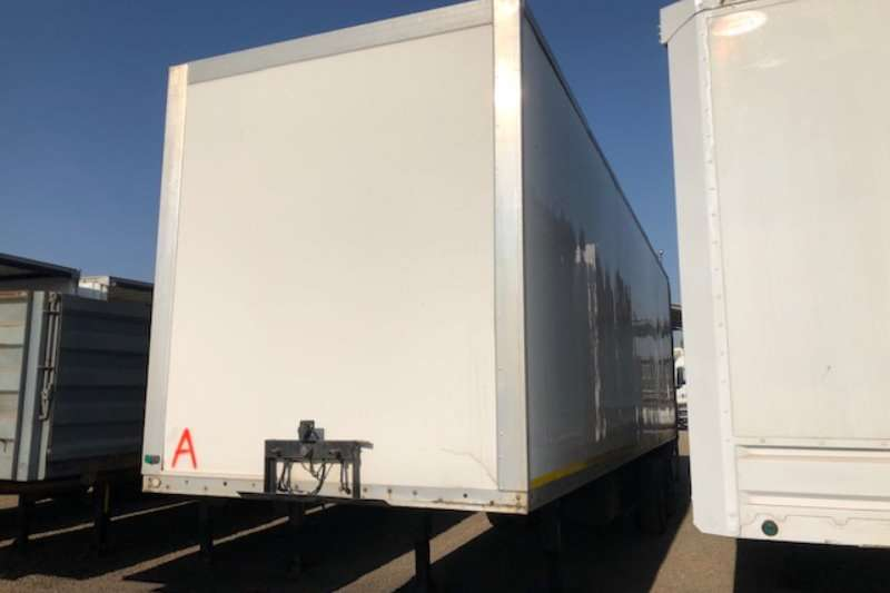 Henred Trailers Refrigerated trailer 2 Axle Refrigerator Trailer without unit 2010