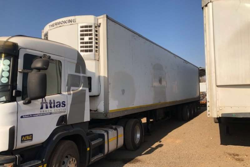 Henred Trailers Refrigerated trailer 3 Axle Refrigerator Body Trailer with unit 2007