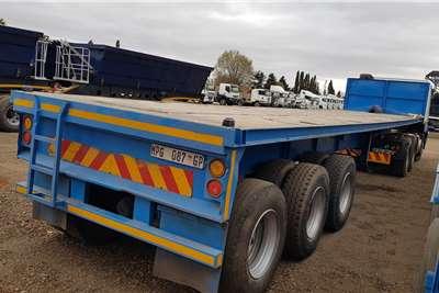 Henred Tri-Axle Container Locks Trailers