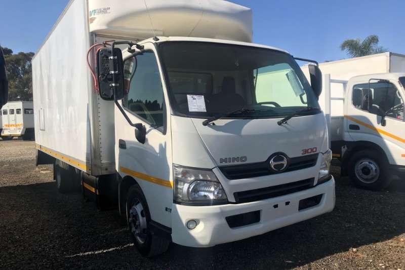 Hino Box trucks 300 815 Volume Body 2013