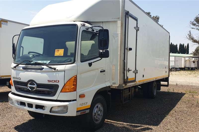 Hino 500 1017 Box trucks