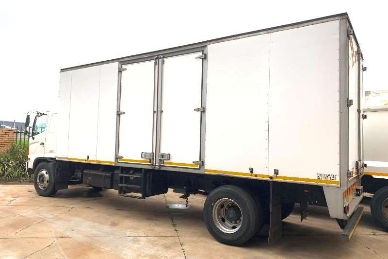 Hino 500 1626 F/C 8 Ton Volume Van Box trucks