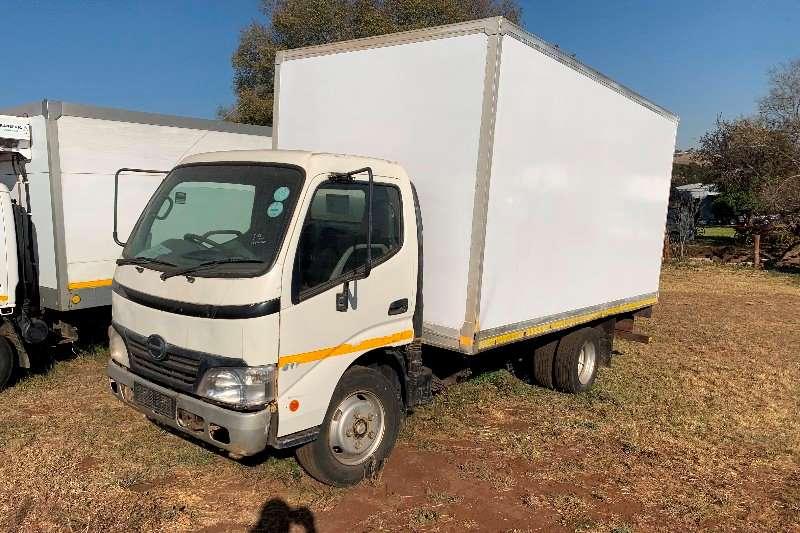 Hino Box trucks Hino 300 611 2009