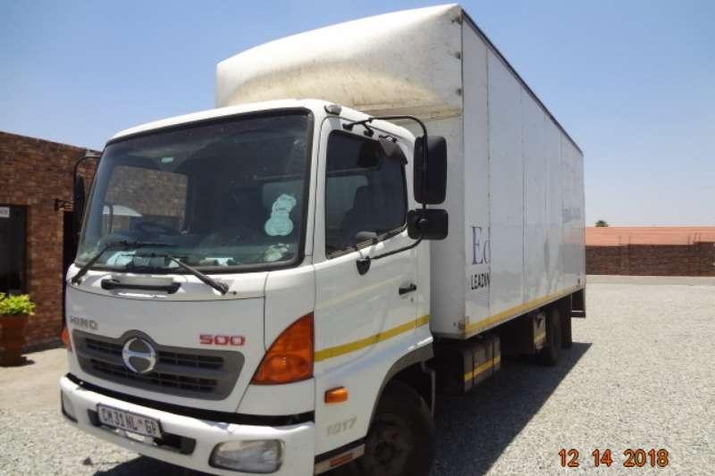 Hino Box trucks Hino 500 1017 2013