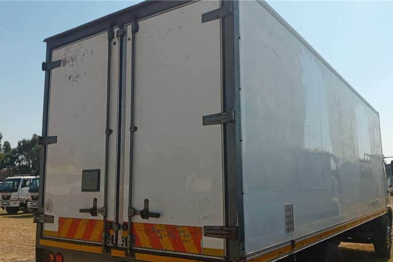 Hino HINO 500  17:25   8 TON VOLUME BODY FOR SALE Box trucks