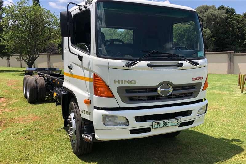 Hino Chassis cab trucks HINO 26 26 CHASSIS CAB 2014