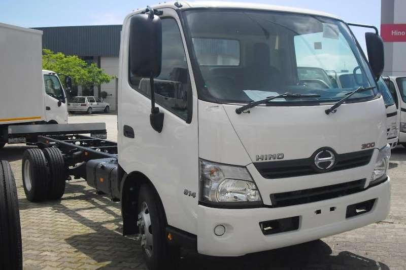 Hino Hino 300 814 LWB Chassis cab trucks
