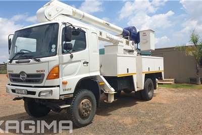 Hino 500 Series 1322 4x4 Cherry picker trucks