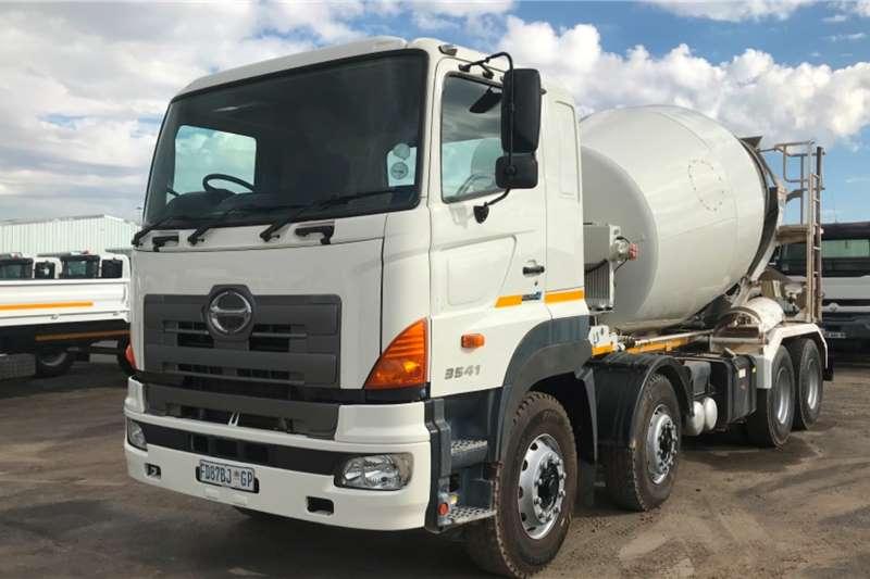 Hino Concrete mixer trucks 2015 Hino 700 3541 8x4 concrete mixer 2015
