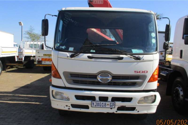 Hino HINO 1324 DROPSIDE WITH F135 CRANE Crane trucks