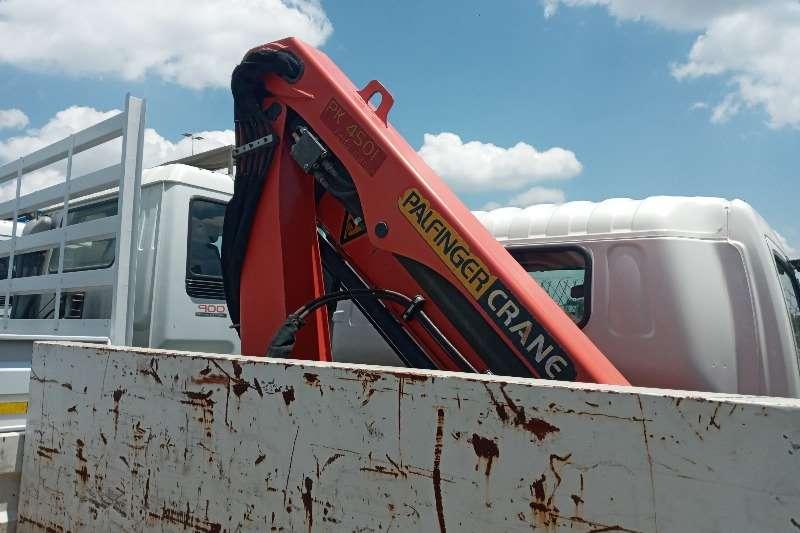 Hino In Excellent Condition Crane trucks