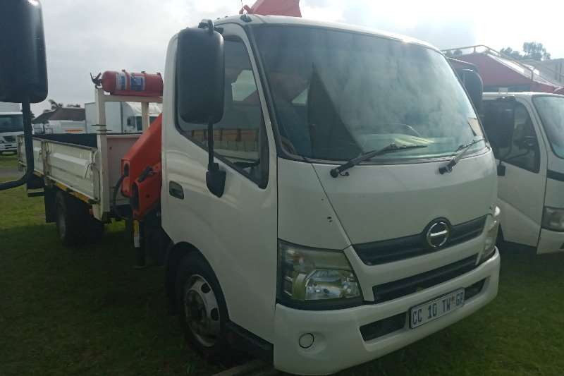 Hino In Excellent Condition Crane trucks