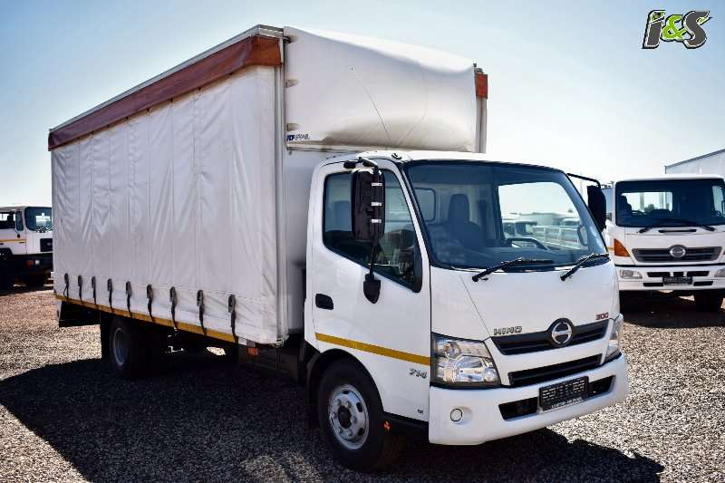 Hino Curtain side trucks 300 714 Series 2015