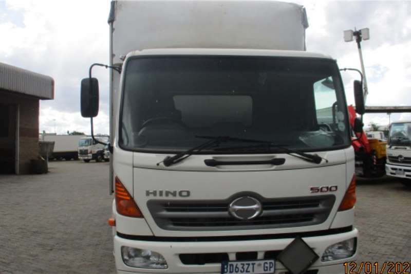 Hino HINO 1324 TAUTLINER Curtain side trucks