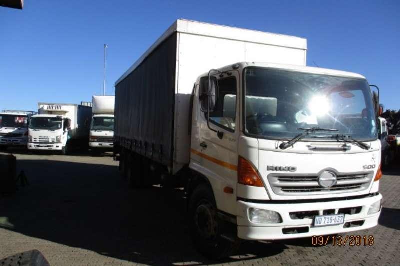 Hino HINO 17 257 TAUTLINER 6X2 Curtain side trucks