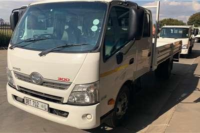 Hino 300 815 LWB F/C A/T Dropside Crew Cab Dropside trucks