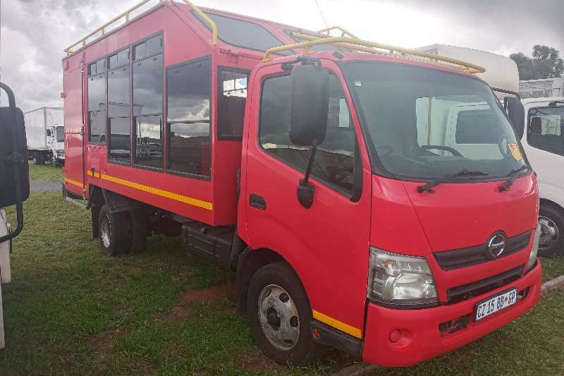 Hino 2014 Hino 300 : 815   (15 Seater) Passenger Carrie Personnel carrier trucks