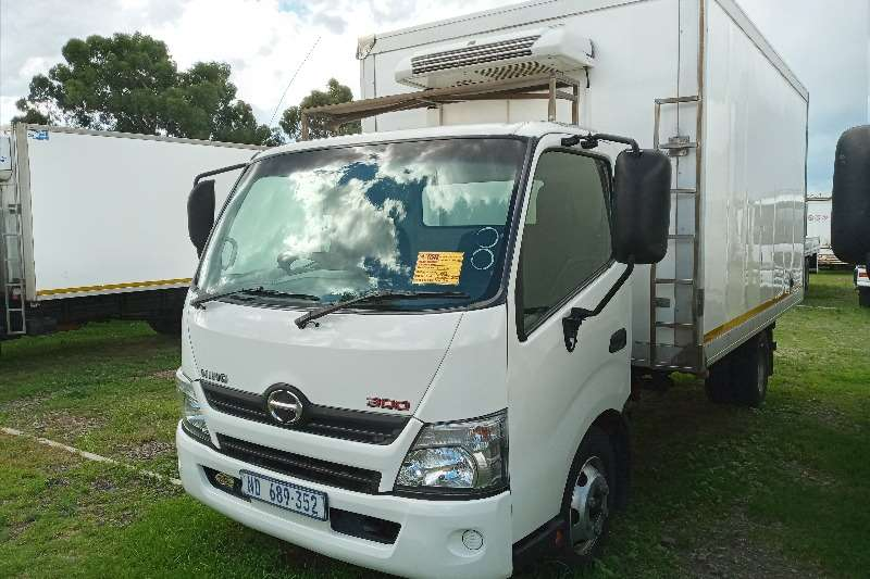 Hino 2014 Hino 300 : 815   With A Fridge Unit + (Meat H Refrigerated trucks