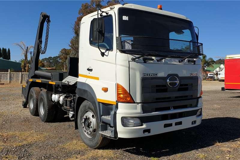 Hino Skip bin loader trucks 700 Skiploader 2010