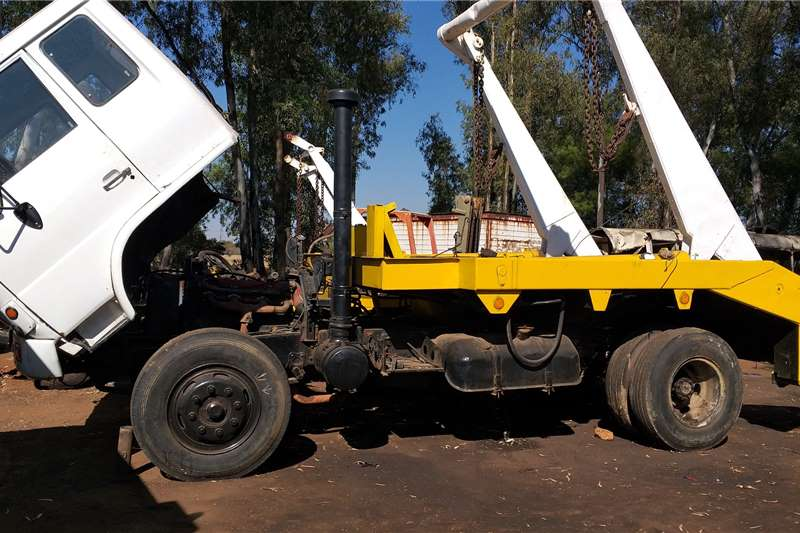 Hino Skip bin loader trucks Hino Load Lugger (Small)
