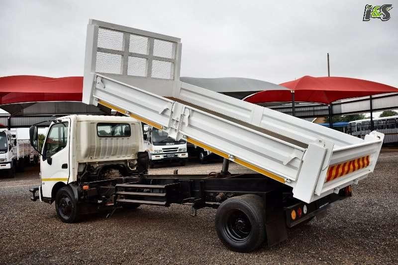 Hino 300 815 Series Tipper trucks