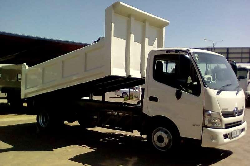 Hino HINO 300 815 C/C SWB A/T F/C 3.7 CUBE TIPPER Tipper trucks